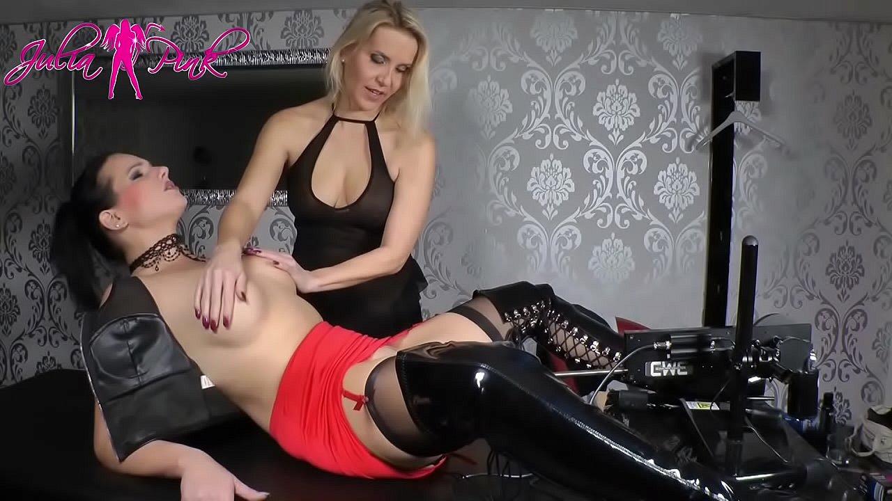 Lesbische Bondage Fickmaschine