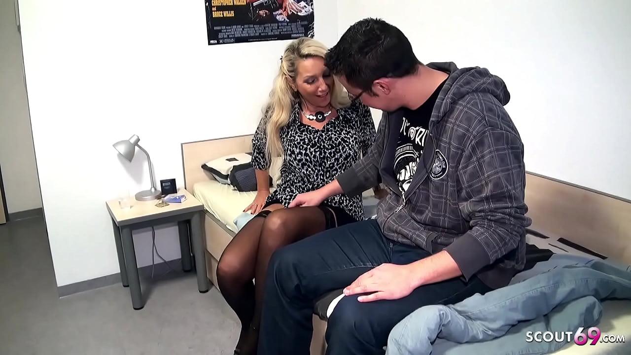 Nackt lehrerin deutsche nachhilfe Lehrerin gibt