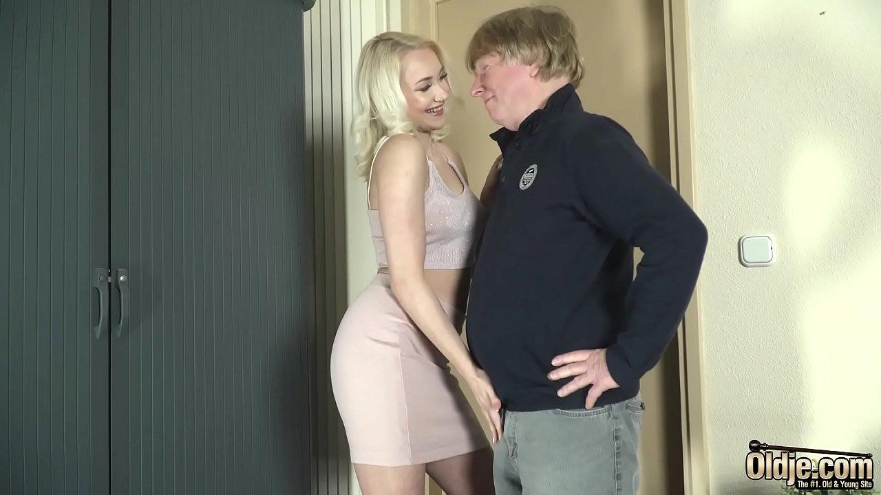 Guy Eating Pussy Fucking