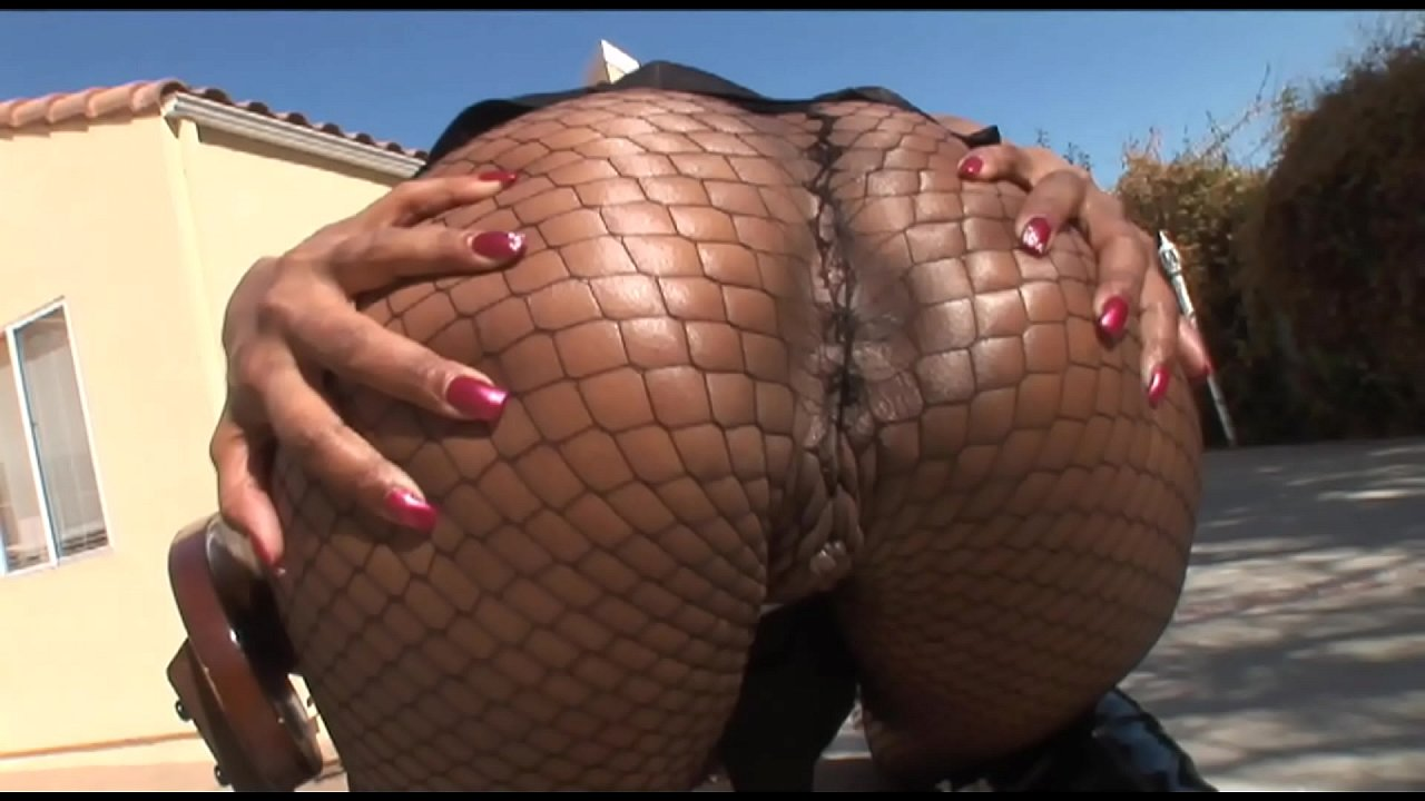 Skinny Ebony Shaking Ass