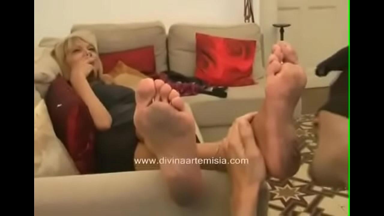 Lesbian Stinky Feet Smelling