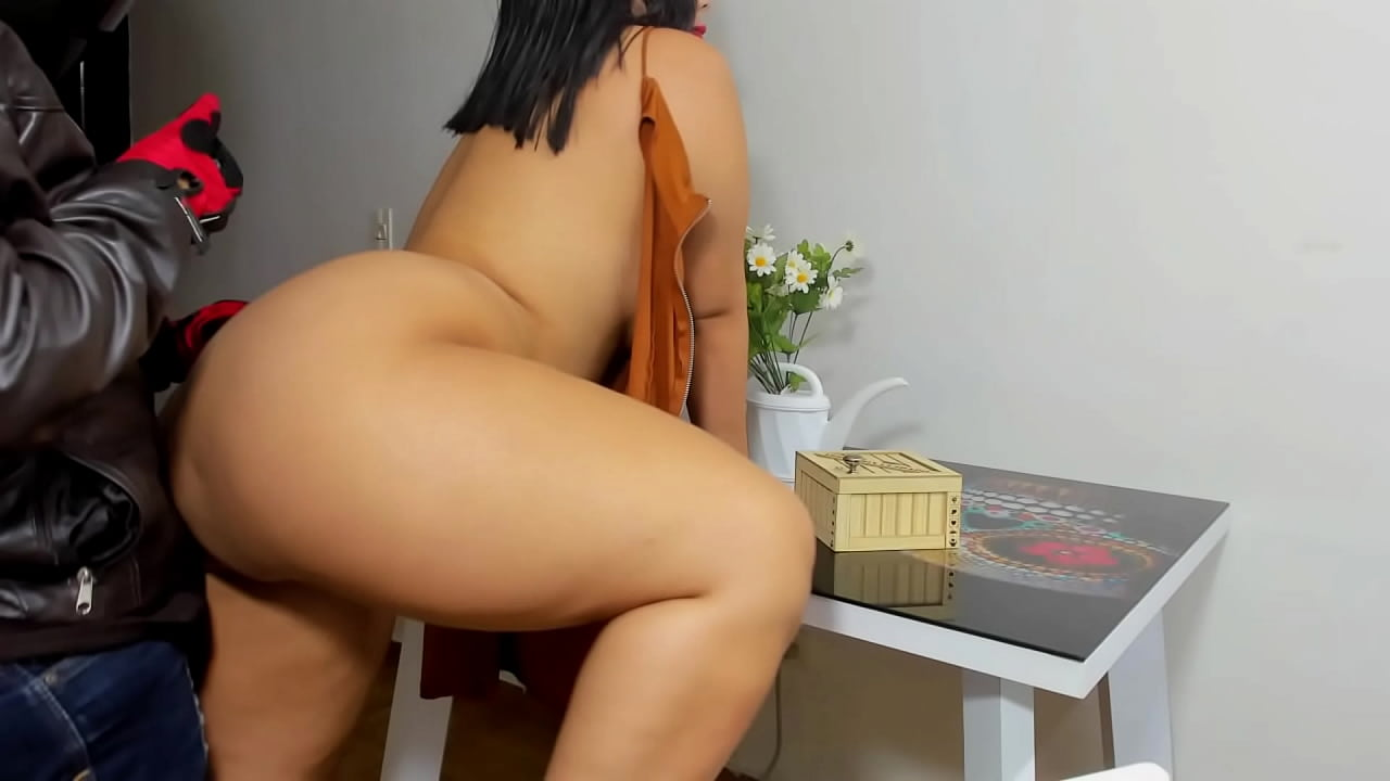 Latina Fucks Delivery Guy
