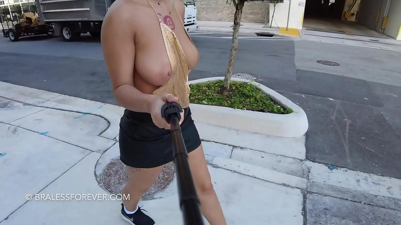 Public Downblouse Big Tits