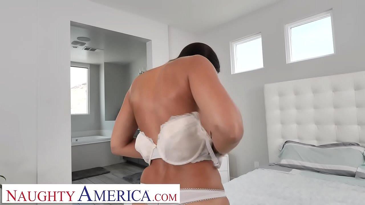 Naughty America Kassandra Kelly (Rachel Starr) takes care of her husband's needs  thumbnail