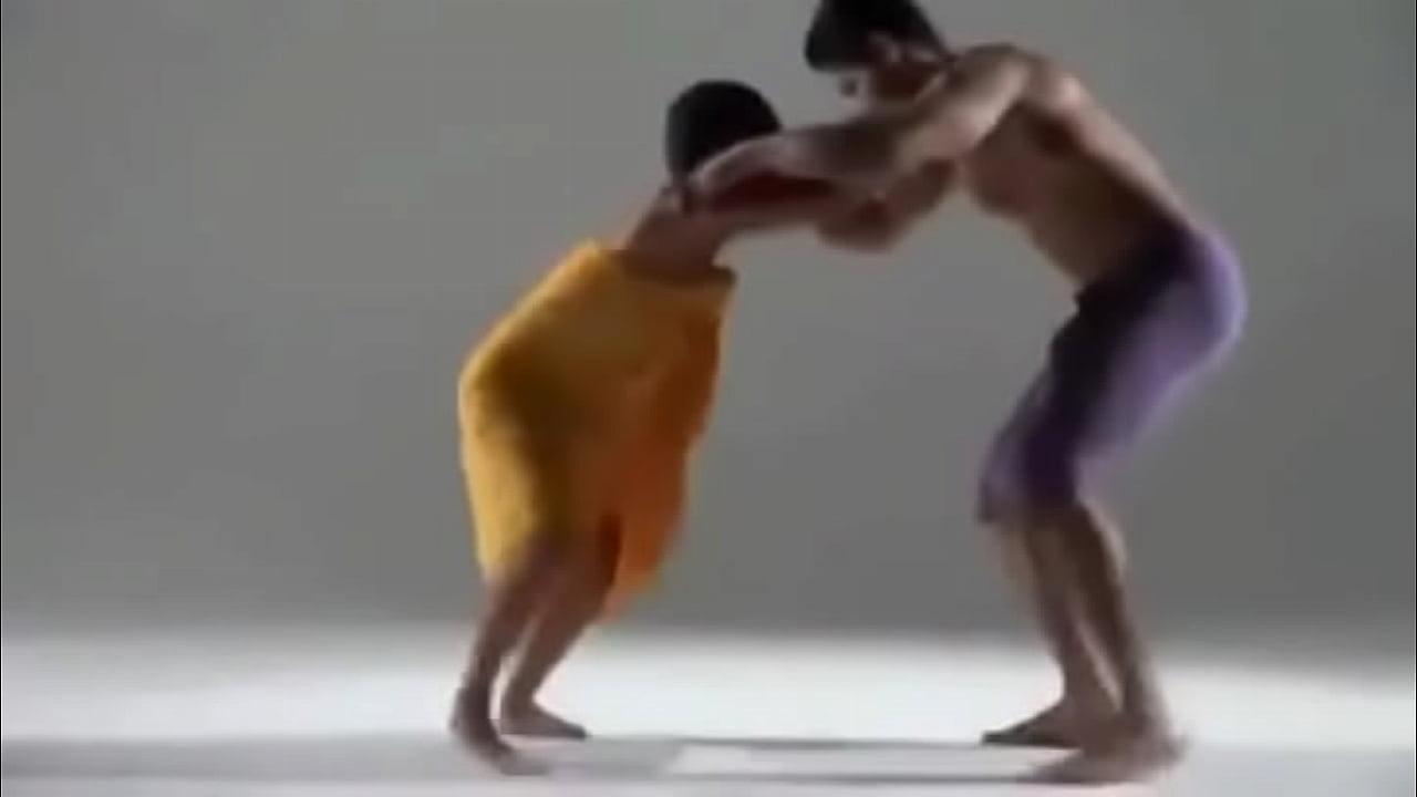 Show erótico tailandês com moreno dotado
