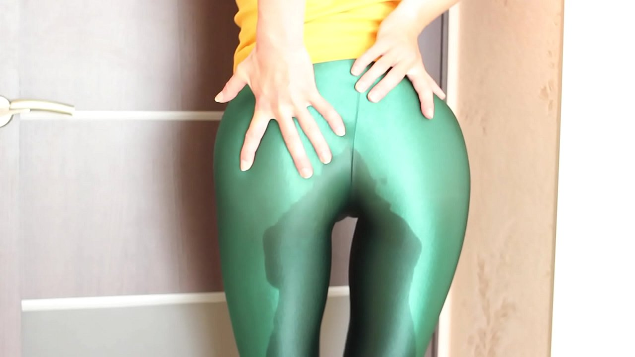 Pissing Yoga Pants Public