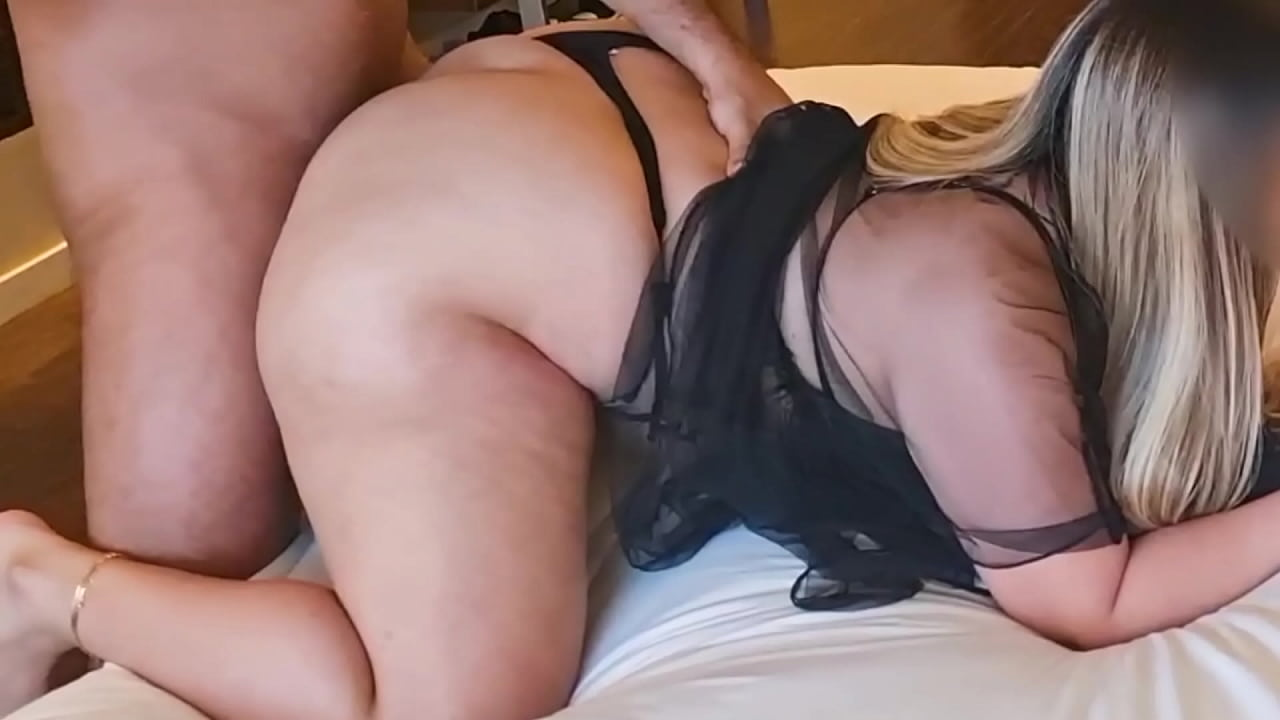 Big Ass White Girl Rides Dick