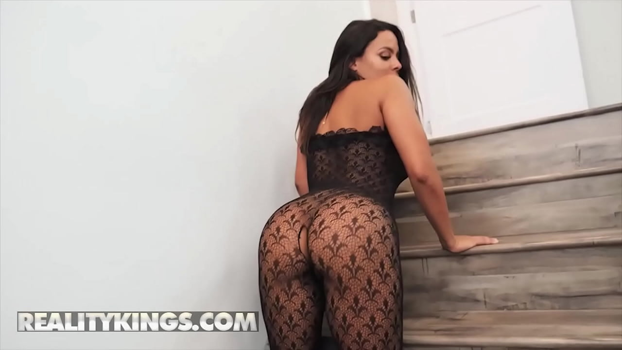 Bombshell (Luna Star) Knows How To Handle A Big Hard Cock - Reality Kings