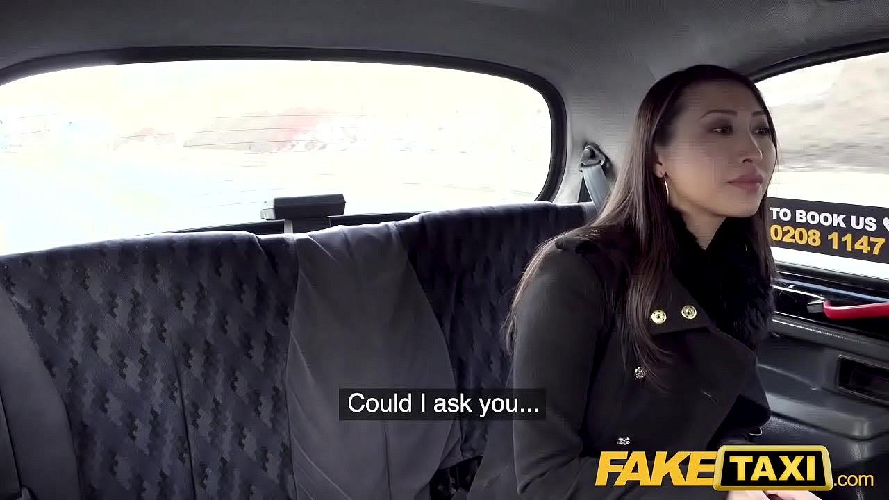 Asiatique française Sharon Lee tourne pour Fake Taxi !