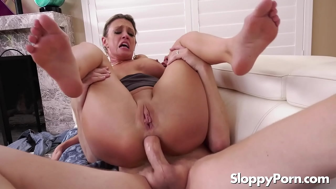 Amateur Loves First Time Anal