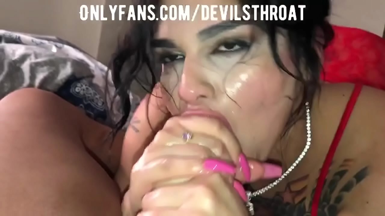 Sloppy Ebony Head Cumshot