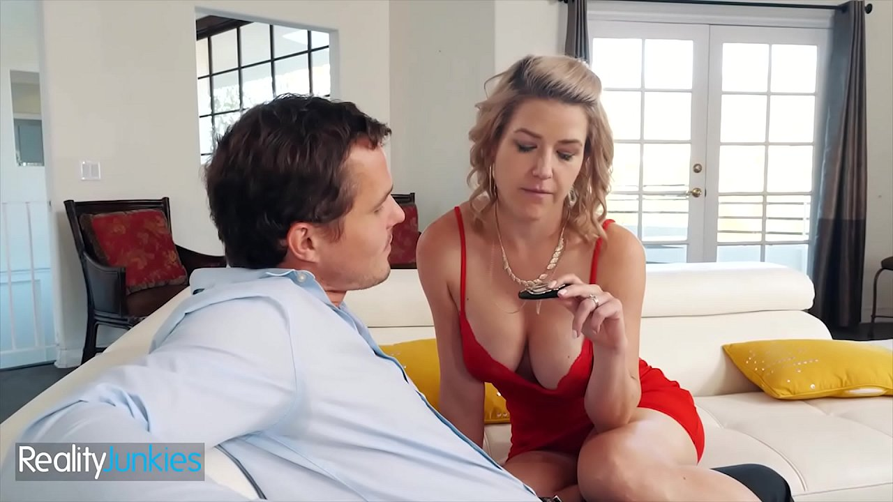 Hot Blonde (Kit Mercer) Fills Her Wet Pussy With A Big Cock - Reality Junkies