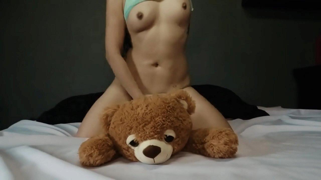 Amateur teen fucks a teddy bear