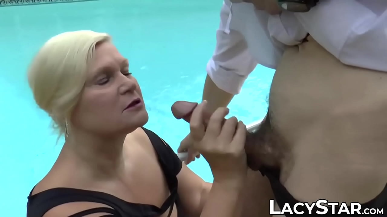 Mature UK lady slobbers on stiff dick and takes it anally  thumbnail