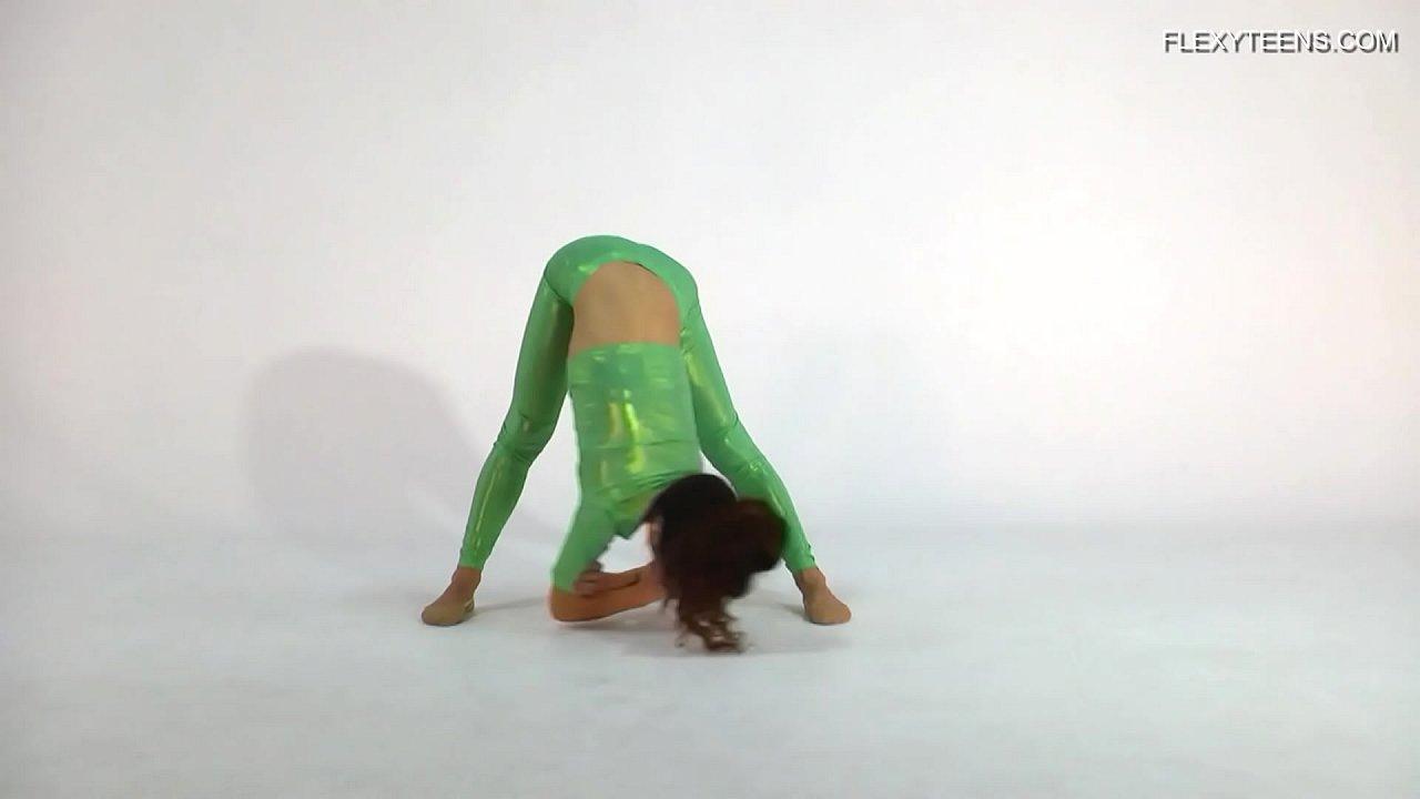 Anna Ocean super flexible and hot babe