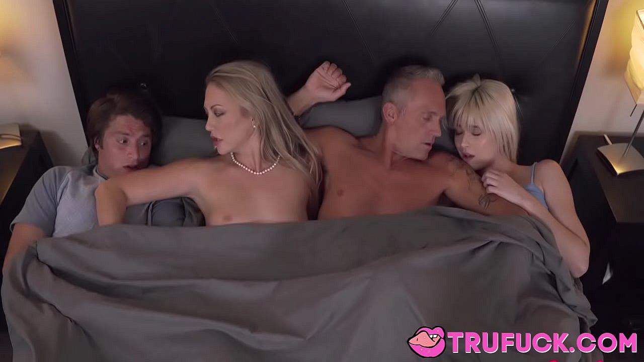 Porno dans les bois avec des femmes matures