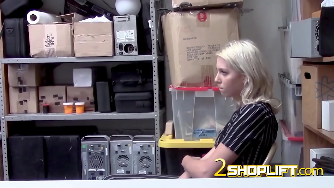 AMATEUR hardcore sex with dirty blonde in GUARD'S OFFICE