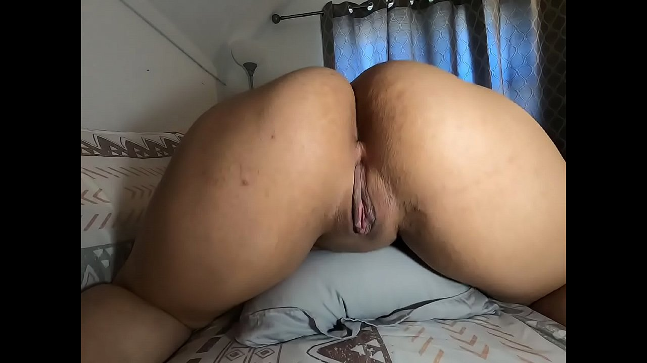 Latina Showing Pussy