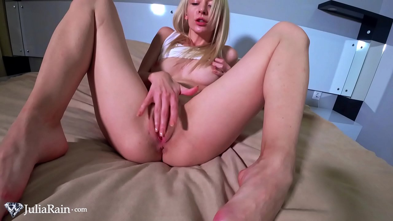 Perfect blonde gets wet in video with cunt masturbation