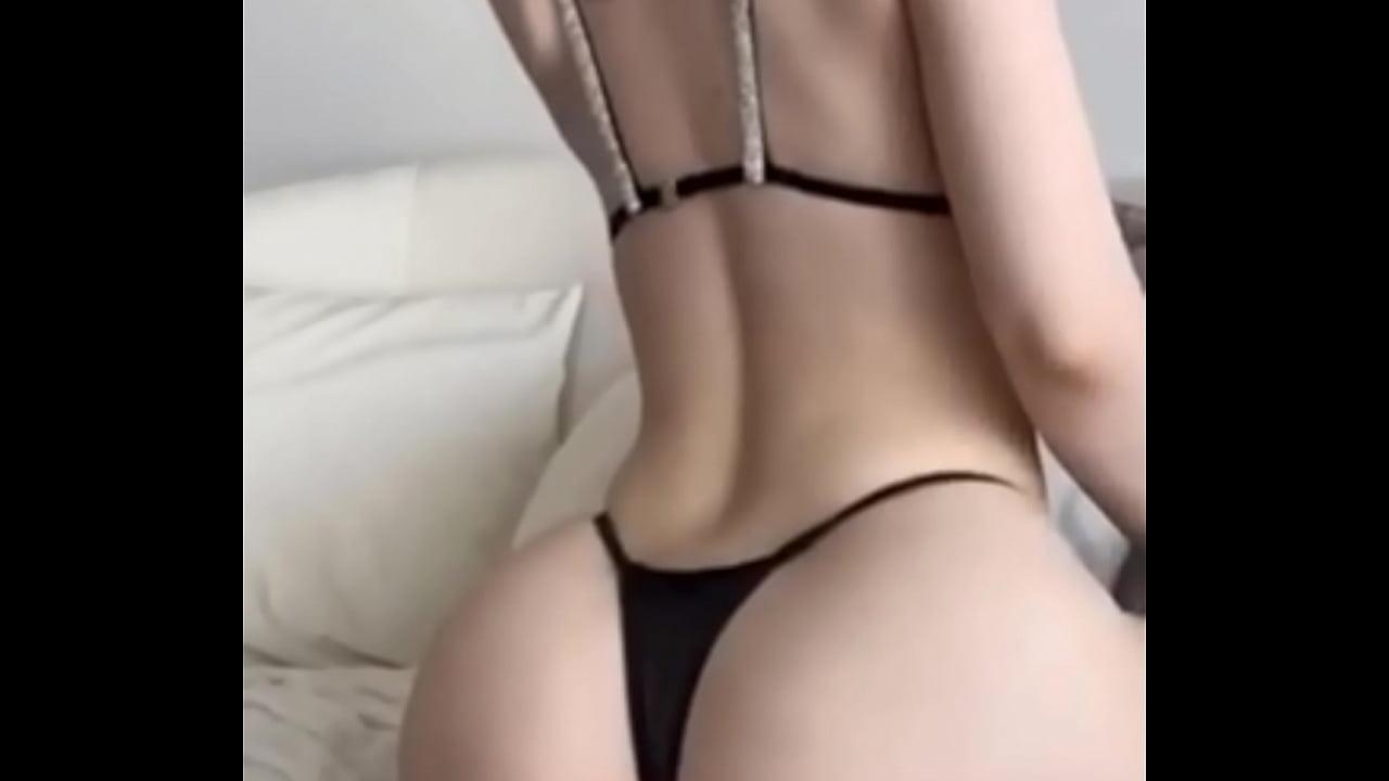 White Girl Twerking Webcam