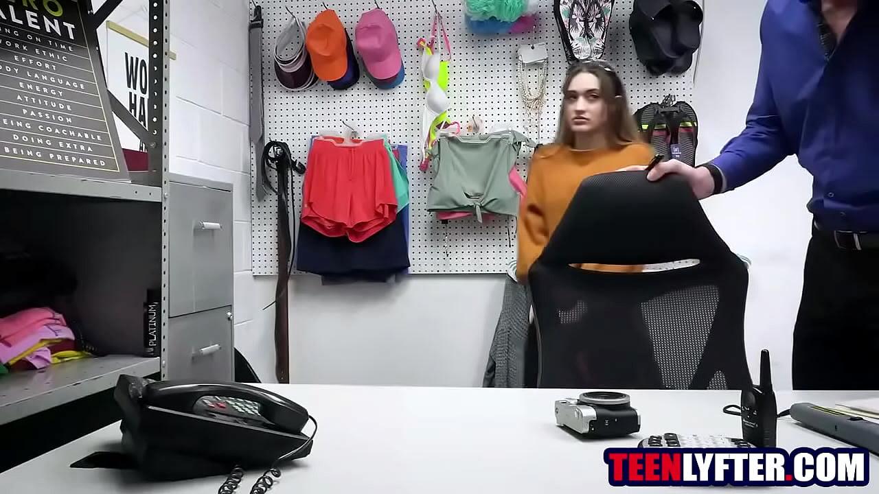คลิปโป๊ xxx porn hardcore ผู้จัดการ พาลูกน้องสุดสาว โดนเย็ดหี แบบฟินๆไปเลย
