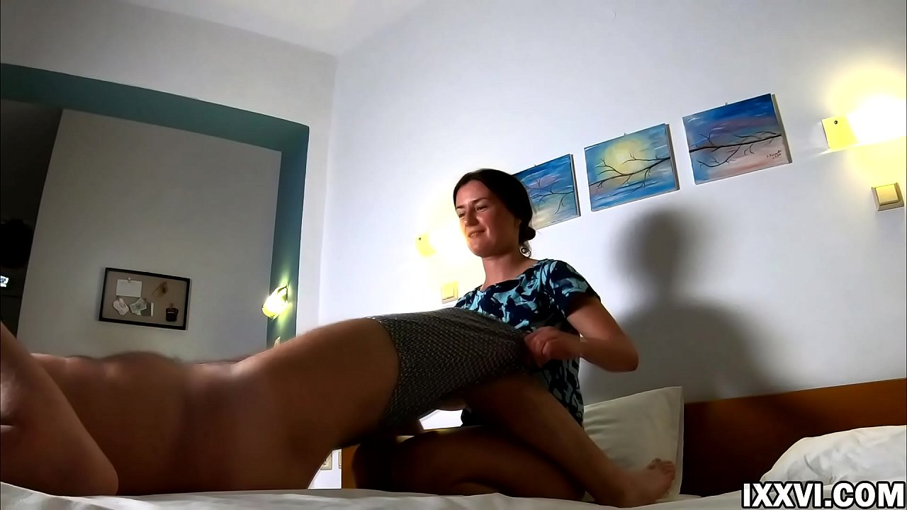 Homemade lazy bedtime sex. Camilla Moon with Vira Gold