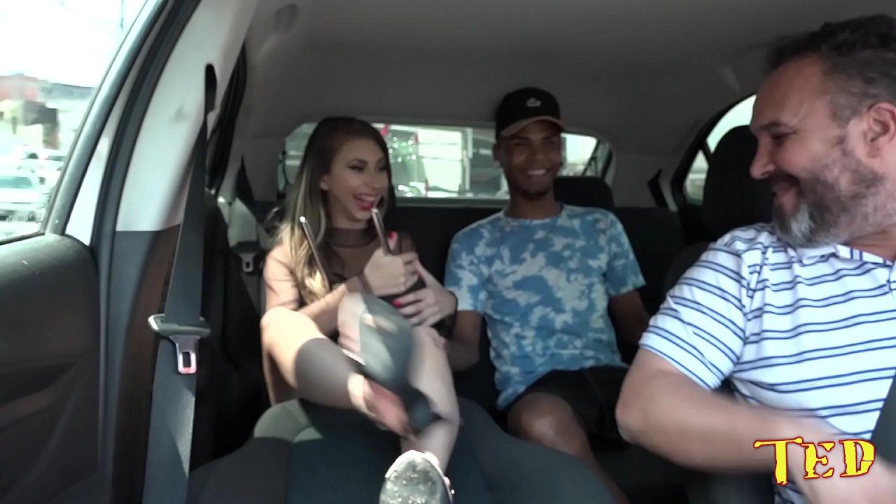 O casal de novinhos acabaram aprontando dentro do Uber - Sabrina Flores