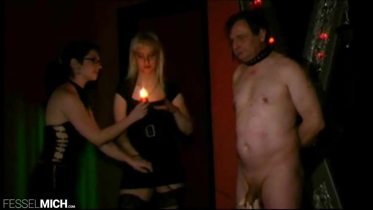 Nackt ausgepeitscht frauen Peitschen Bestrafung,