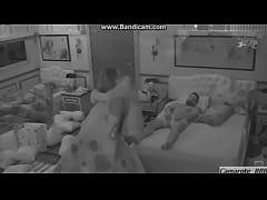 Yuri mostra o pau para Natalia no Big Brother B...