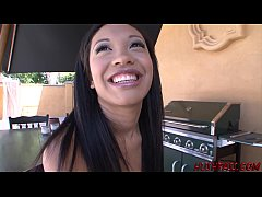 Ebony Babe Rhianna Ryan Wants a Taste of Whitez...