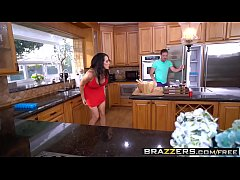 Brazzers - Mommy Got Boobs - Too Hot To Handle ...