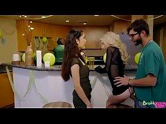 Piper Perri y Jericha Jem en un trio