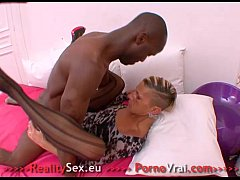 French Amateur mature squirting femme fontaine ...