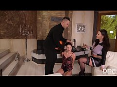 Busty dominatrix Simony Diamond shares submissi...