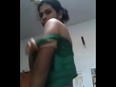 INDIAN  Mallu Aunty changing cloths & SHOWING B...