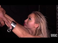 Submissive blondie Lara Onyx in chains double p...