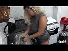 Estava lavando minha louça quando meu gostoso v...