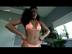 Busty Step Daughter Asks Dad if Her Bikini is t...