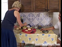 Mature Stepmom Serving Pussy In Breakfast To He...