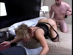 Kelly Leigh gets two long hard cocks shove in b...