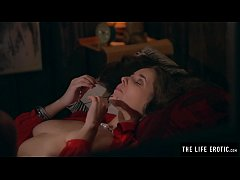 Puffy nippled milf rips through her nylons to m...