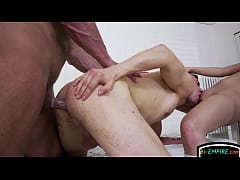 Stud getting spitroasted by bi hunk and babe