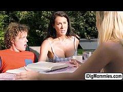 Teen Bailey in an outdoor threesome