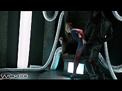 WickedParodies - Supergirl Seduces Braniac Into...