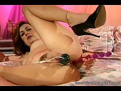 Chubby Latina Housewife Dildo Masturbation