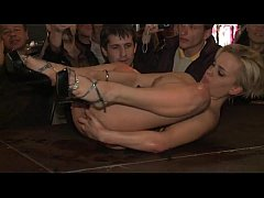 Lucky guy fingers a stripper's pussy