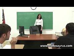 Maestra follando con sus alumnos