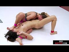 Wrestling lez dominating wet dyke in the ring