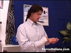 Bionda matura italiana gode con cazzo duro - it...
