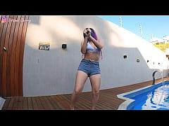 Novinha Dançando Pelada E Masturbando O Cuzinho Até Gozar - Putinha Brasileira Cherry Adams Na Beira Da Piscina, Dedando e Gozando (Squirt) - Cena Completa no RED